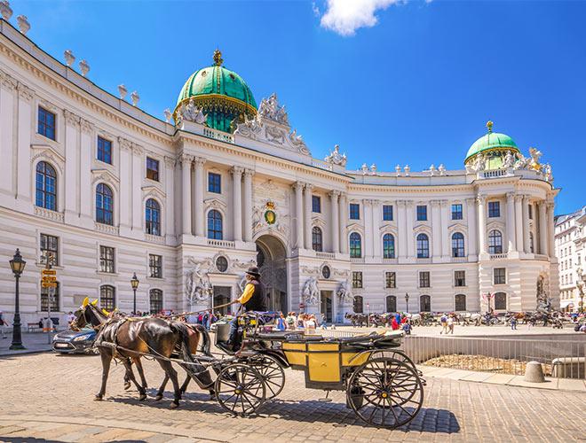 Wien / Fiaker vor der Hofburg